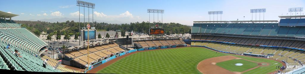 Dodger Stadium Guide – Where to Park, Eat, and Get Cheap Tickets